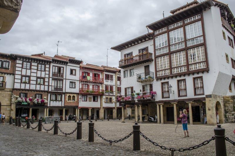 Casas velhas no centro de Hondarribia, uma cidade em Gipuzkoa, Sp imagens de stock