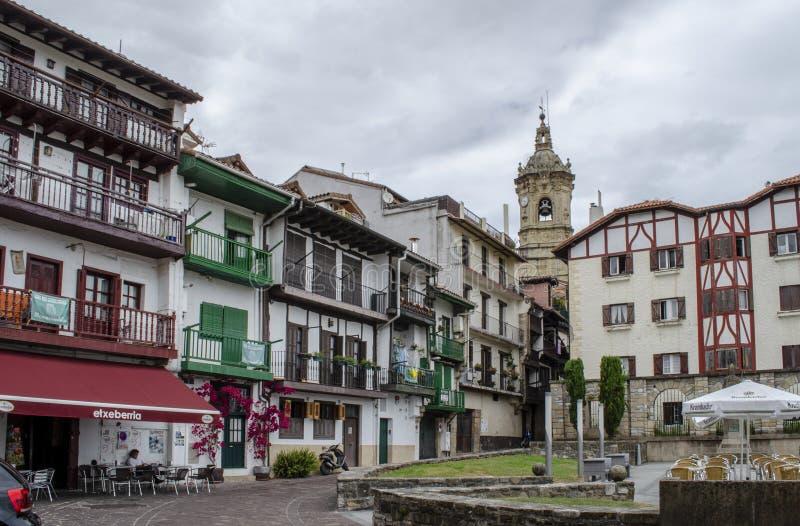 Casas velhas no centro de Hondarribia, uma cidade em Gipuzkoa, termas imagem de stock royalty free