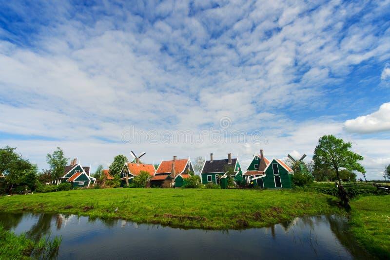 Casas verdes no Zaanse Schans foto de stock royalty free