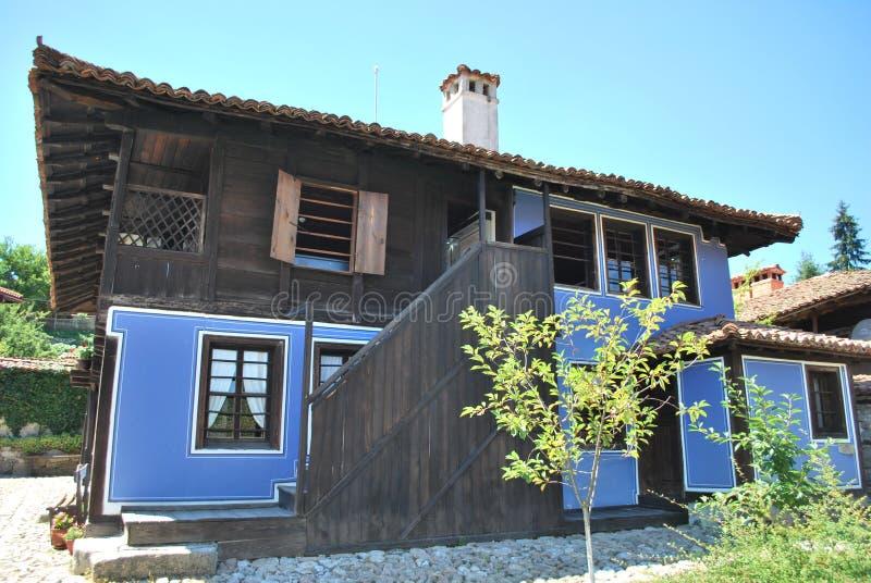 Casas viejas de los pueblos de montaña búlgaros imágenes de archivo libres de regalías