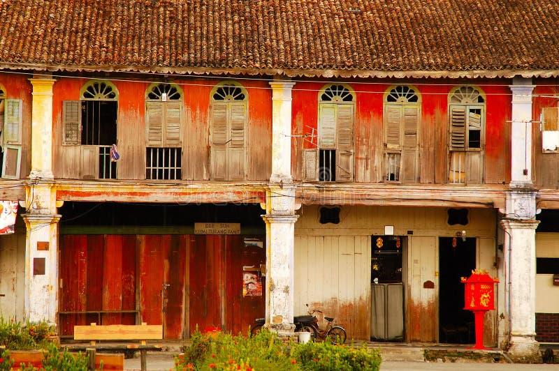 Casas viejas del departamento en la ciudad de Gopeng imagenes de archivo