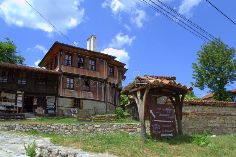 Casas viejas en la ciudad de Koprivshtitsa imagenes de archivo