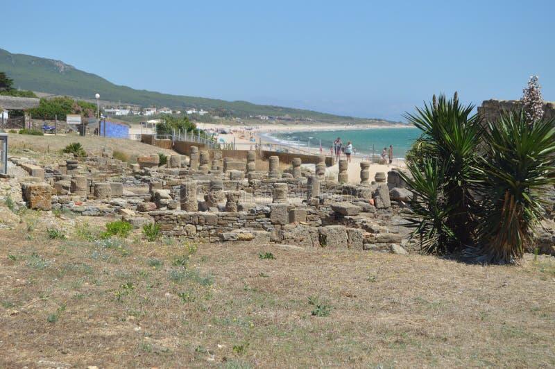Casas viejas en Roman City Baelo Claudia Dating en del siglo II la playa A.C. de Bolonia en Tarifa Naturaleza, arquitectura, hist fotos de archivo libres de regalías