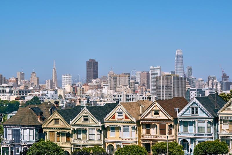 Casas vitorianos do estilo em San Francisco fotos de stock