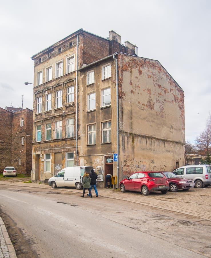 Casas vivas devastadas viejas en la ciudad vieja, Gdansk, Polonia imagenes de archivo