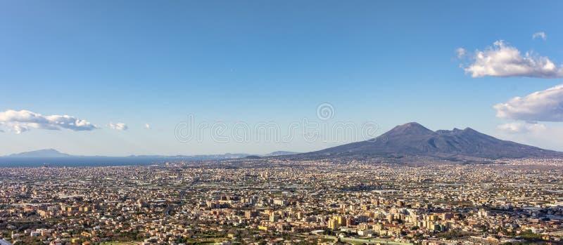 Casas viviam perto do vulcão Vesúvio imagem de stock royalty free