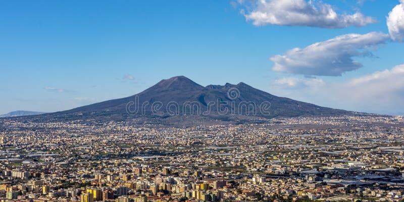 Casas viviam perto do vulcão Vesúvio foto de stock royalty free