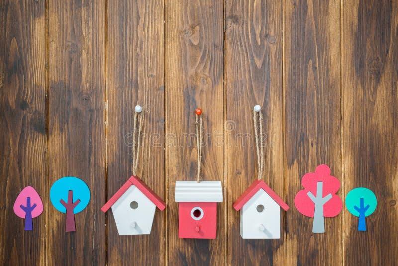 Casas y árboles modelo, ambiente familiar foto de archivo libre de regalías