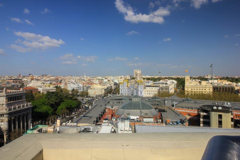 Casas y calles en Madrid, mirando de alto fotos de archivo