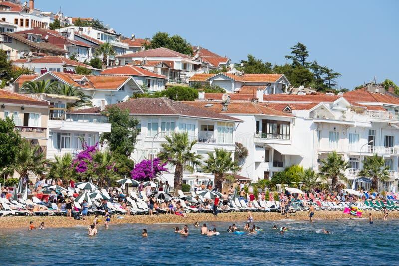 Casas y hoteles en Islands de los príncipes Turquía foto de archivo