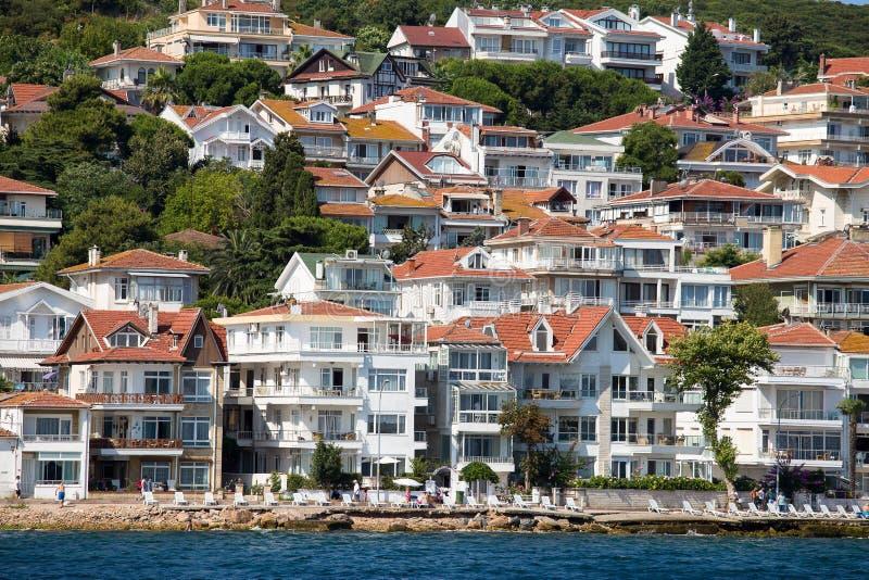 Casas y hoteles en Islands de los príncipes Turquía imagenes de archivo
