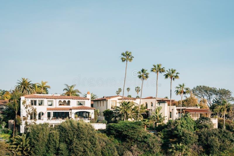 Casas y palmeras en San Clemente, California imagenes de archivo