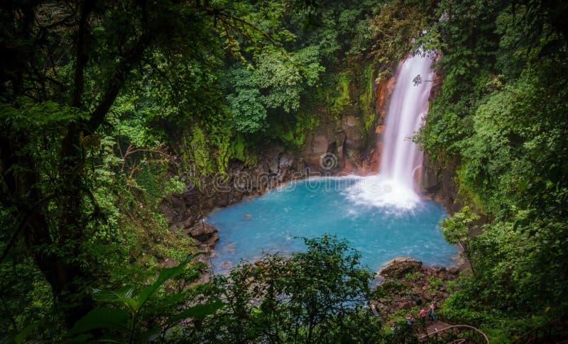 Cascada azul celestial en el parque nacional Costa Rica del tenorio volcan fotografía de archivo libre de regalías