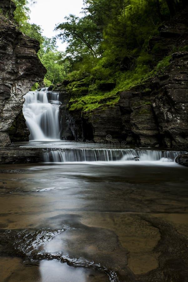 Cascada - caídas de Manorkill - montañas de Catskill, Nueva York fotografía de archivo libre de regalías