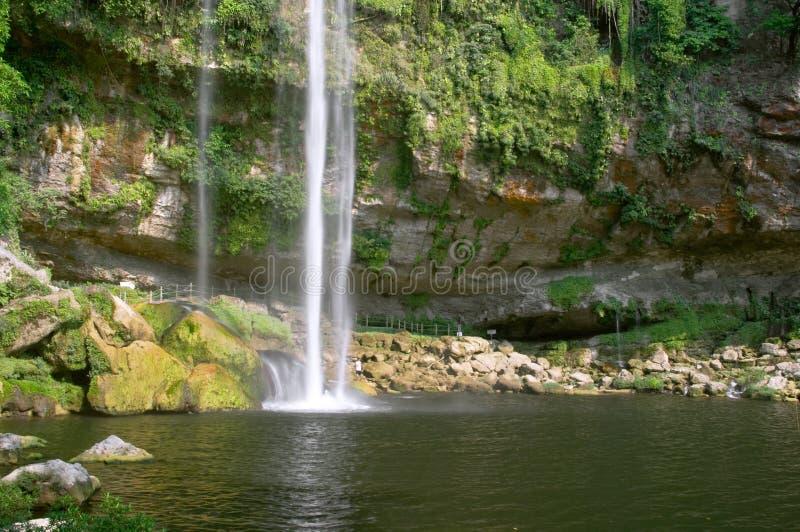 Cascada (cascada) Misol ha foto de archivo libre de regalías