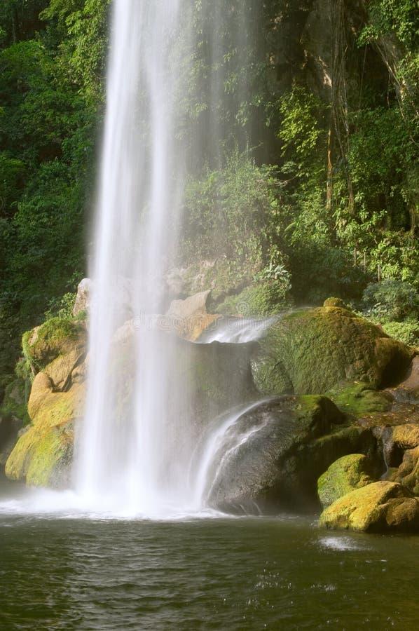 Cascada (cascada) Misol ha fotos de archivo
