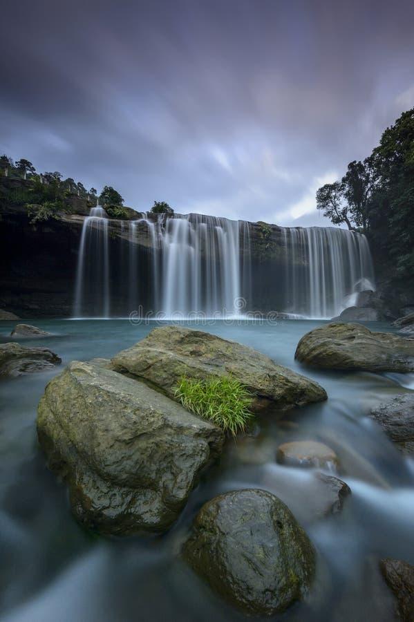 Cascada cerca de Amlarem, Meghalaya, la India de Krang Suri imagen de archivo