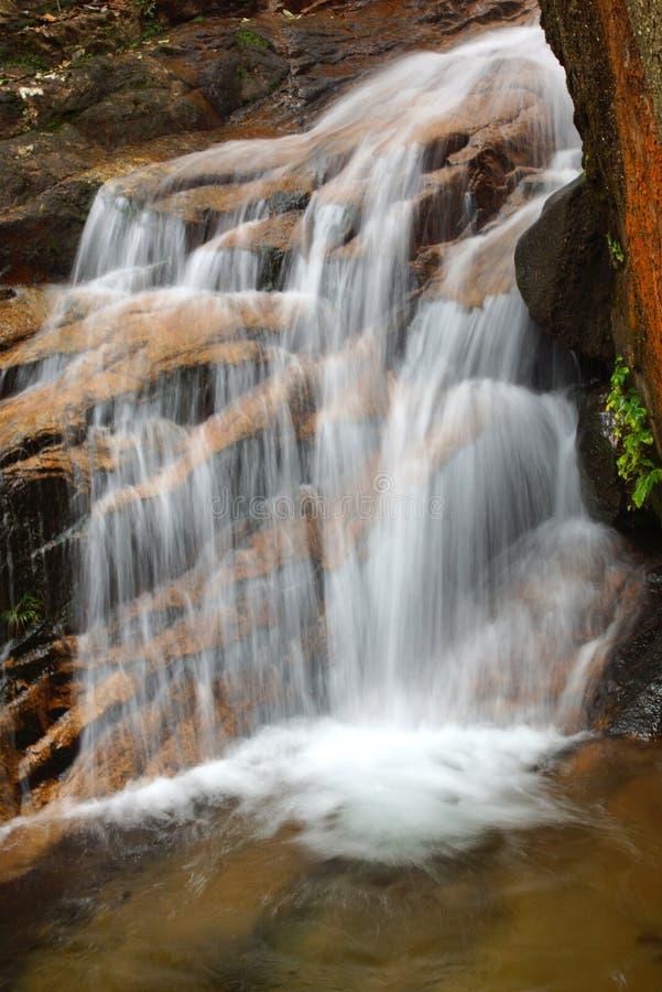 Cascada cerca de la montaña de Wuyishan, provincia de Fujian, China imágenes de archivo libres de regalías