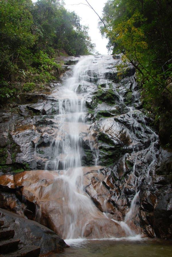 Cascada cerca de la montaña de Wuyishan, provincia de Fujian, China fotografía de archivo