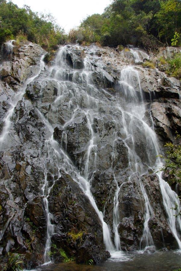 Cascada cerca de la montaña de Wuyishan, provincia de Fujian, China imagen de archivo libre de regalías