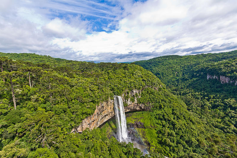 Cascada de Caracol - ciudad de Canela, Río Grande del Sur - el Brasil fotografía de archivo
