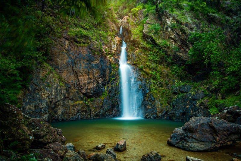Cascada de Chokkradin en selva tropical foto de archivo