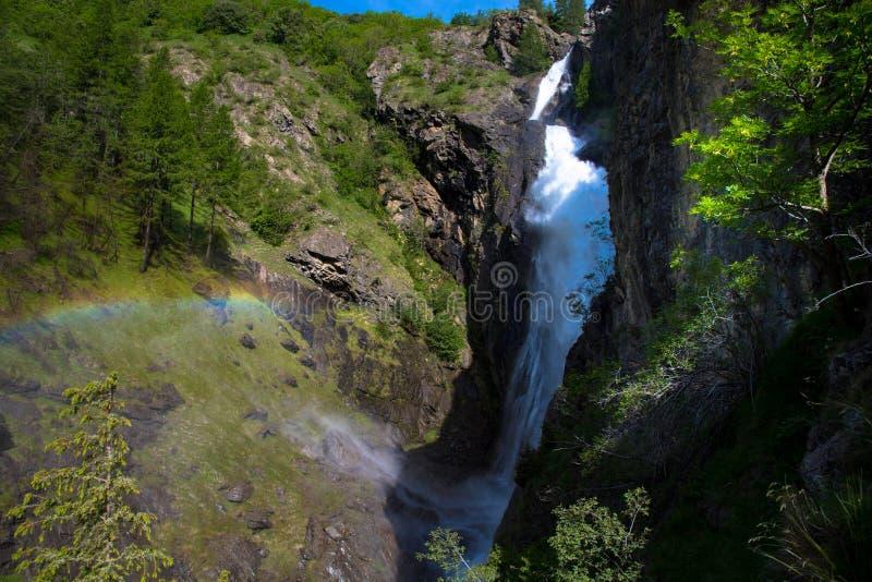 Cascada de Dormillouse en Francia fotos de archivo