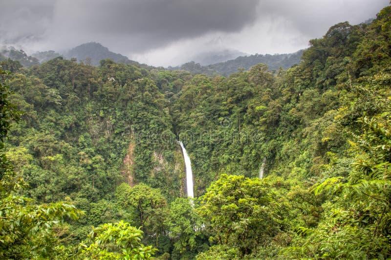 Cascada de Fortuna del La en el parque nacional de Arenal, Costa Rica fotografía de archivo libre de regalías