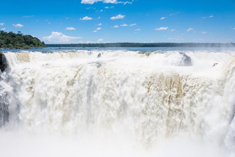 Cascada de Iguassu que sorprende foto de archivo