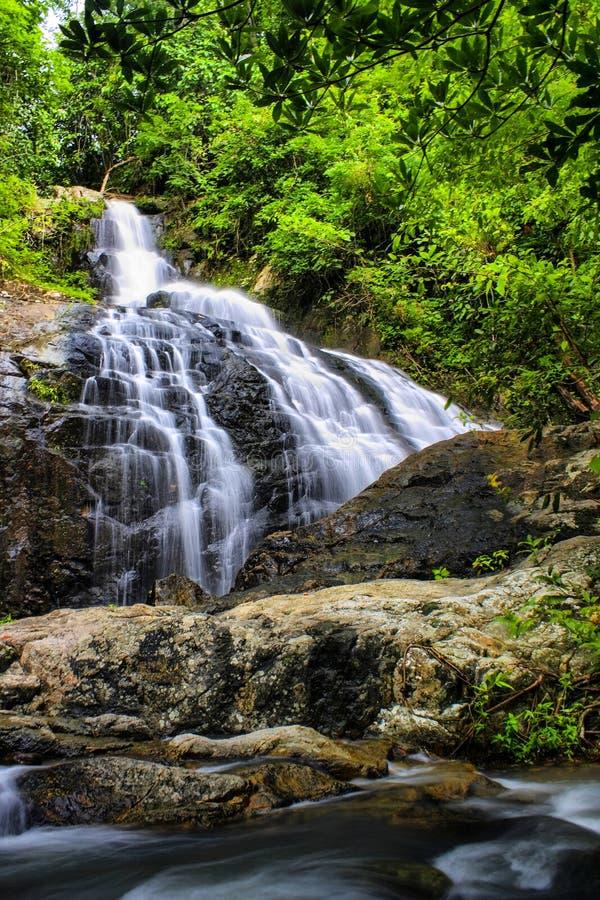 Cascada de Jedkod, estudio y centro naturales del turismo ecológico, parque nacional de Khaoyai, Saraburi, Tailandia de Jedkod-Po fotos de archivo