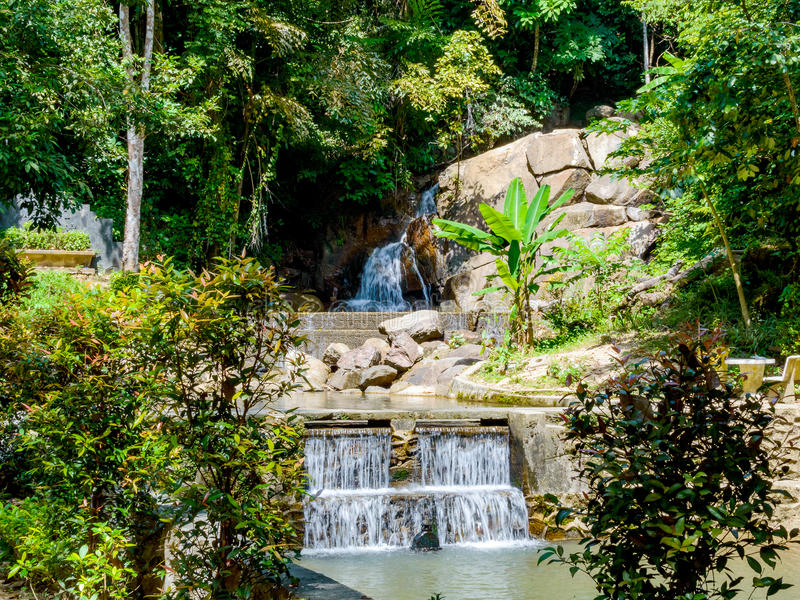 Cascada de Kathu en la isla de Phuket en Tailandia imagen de archivo