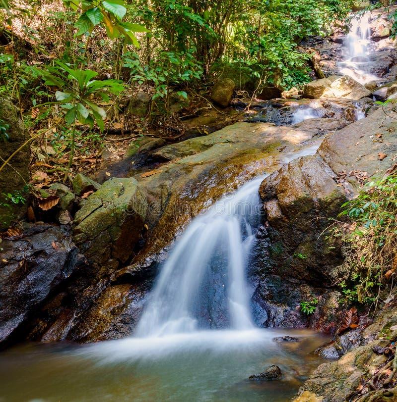 Cascada de Kathu en la isla de Phuket en Tailandia foto de archivo libre de regalías