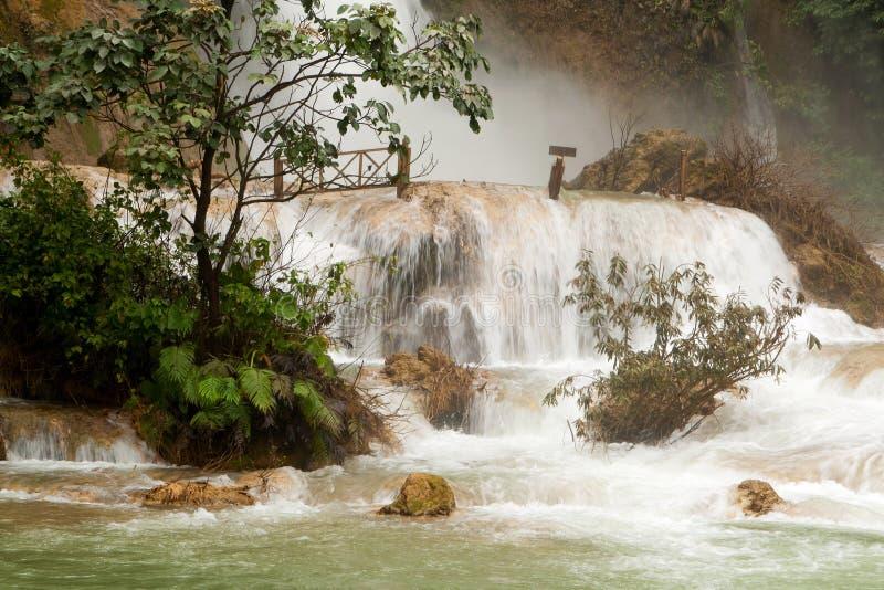 Cascada de Kuang Si imagen de archivo