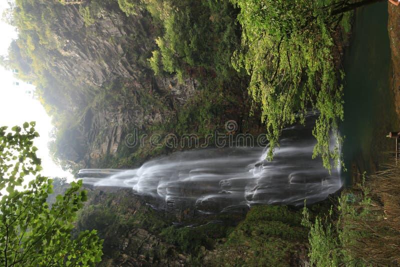 Cascada de la charca del dragón de Jinggang foto de archivo libre de regalías