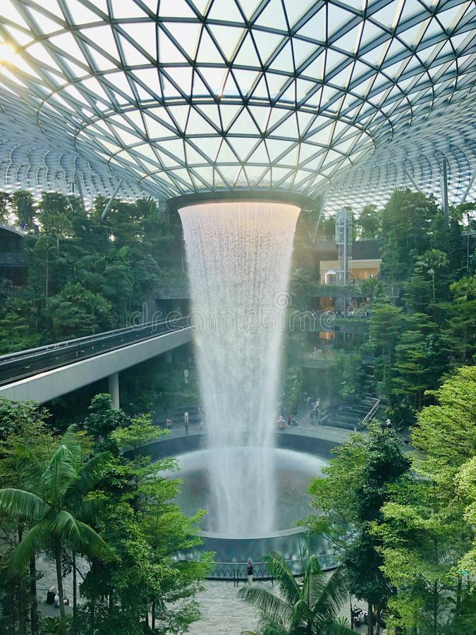 Cascada de las joyas de Singapur imagen de archivo