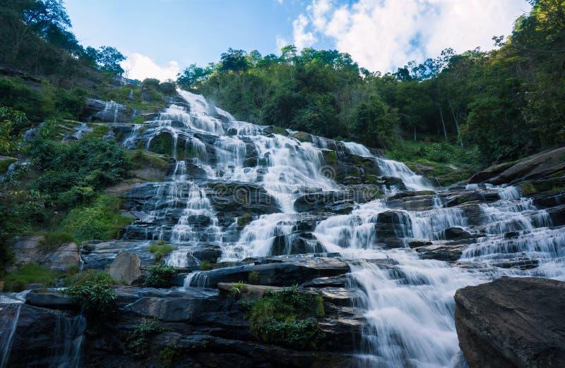 Cascada de Mae Ya en Tailandia fotografía de archivo libre de regalías
