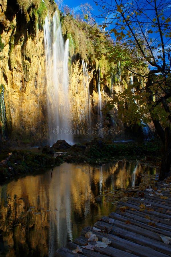Cascada de Malí Prstavac en los lagos Plitvice foto de archivo