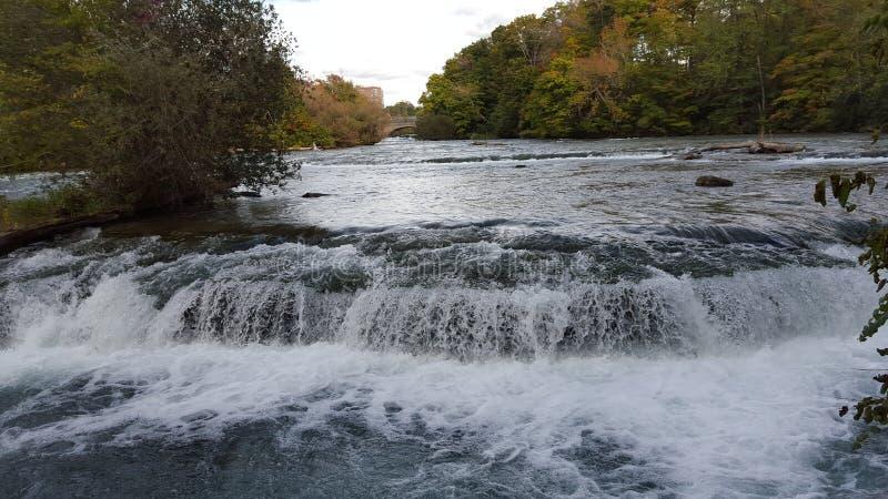 Cascada de Mini Niagara foto de archivo libre de regalías