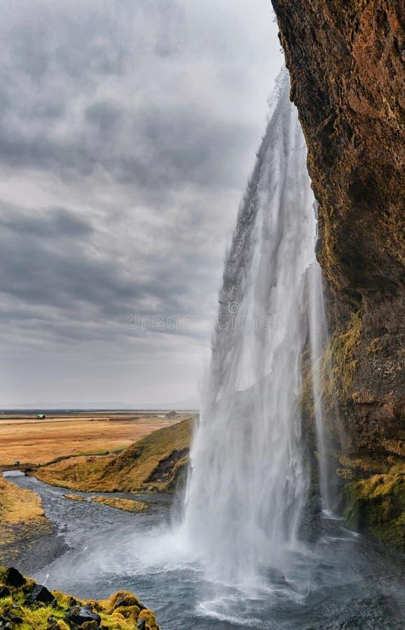 Cascada de Seljalandsfoss en Islandia Uno de la cascada más famosa de Islandia día nublado imágenes de archivo libres de regalías