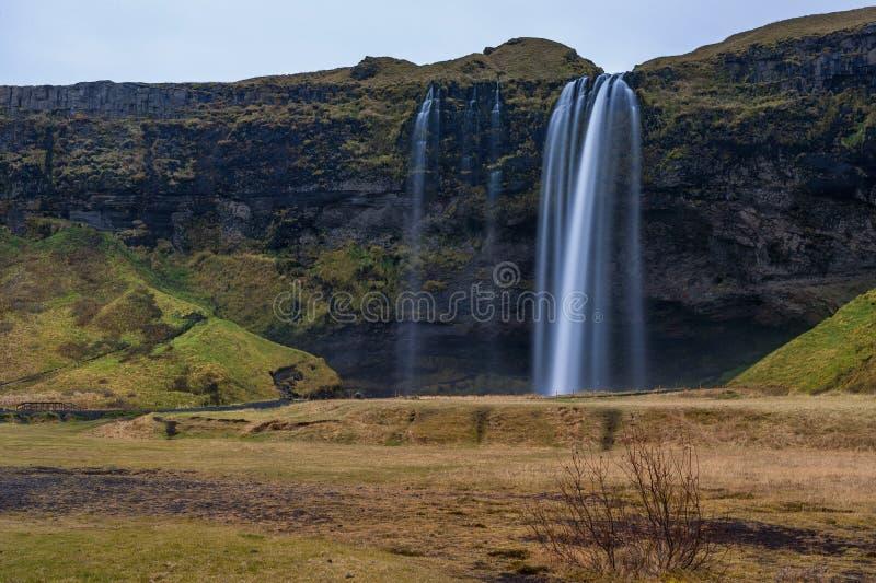 Cascada de Seljalandsfoss en Islandia Uno de la cascada más famosa de Islandia Foto larga de la exposición imagen de archivo libre de regalías