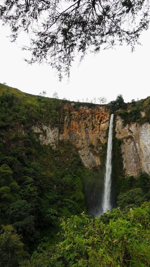 Cascada de Sipisopiso en el pueblo de Tonging, Sumatra del norte, Indonesia fotos de archivo libres de regalías