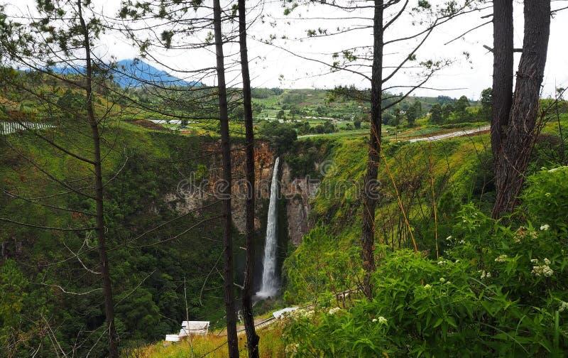 Cascada de Sipisopiso en el pueblo de Tonging, Sumatra del norte, Indonesia imágenes de archivo libres de regalías