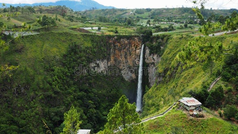 Cascada de Sipisopiso en el pueblo de Tonging, Sumatra del norte, Indonesia fotografía de archivo libre de regalías