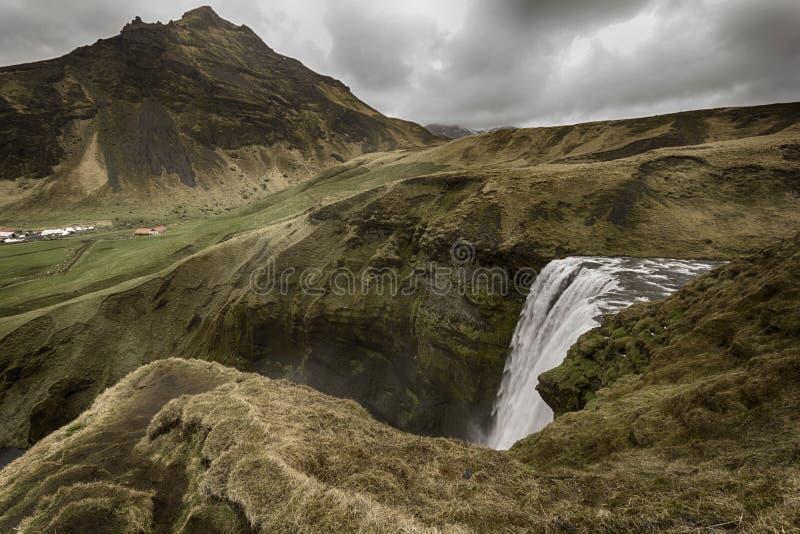 Cascada de Skogafoss en Islandia imagen de archivo