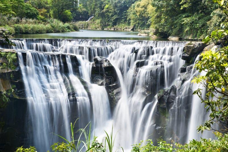 Cascada de Taiwán Shifen foto de archivo