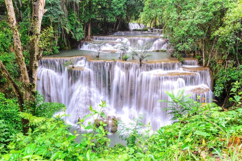 Cascada del kamin de los mae de Huay en Kanchanaburi, Tailandia imágenes de archivo libres de regalías