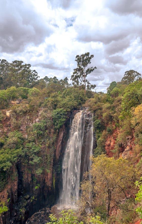 Download Cascada del lago foto de archivo. Imagen de vertical - 42442254