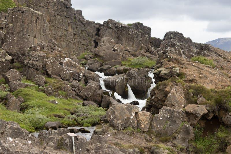 Cascada del parque nacional de Islandia Thingvellir imagenes de archivo