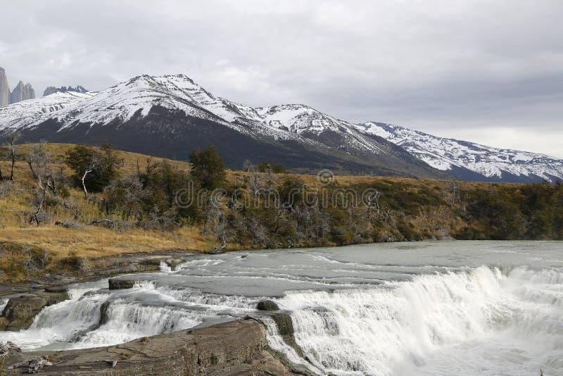 Cascada del Rio Paine siklawa w Torres Del Paine parku narodowym, Patagonia, Chile zdjęcie stock