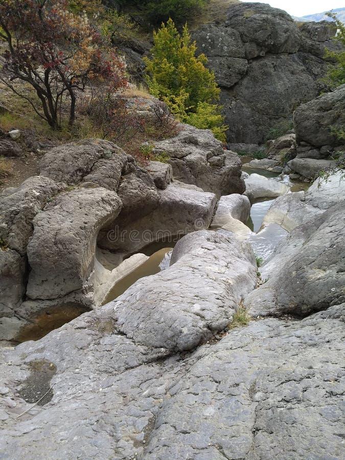 Cascada del verano de Crimea imagenes de archivo